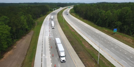 USA: Volvo and FedEx demonstrate truck platooning